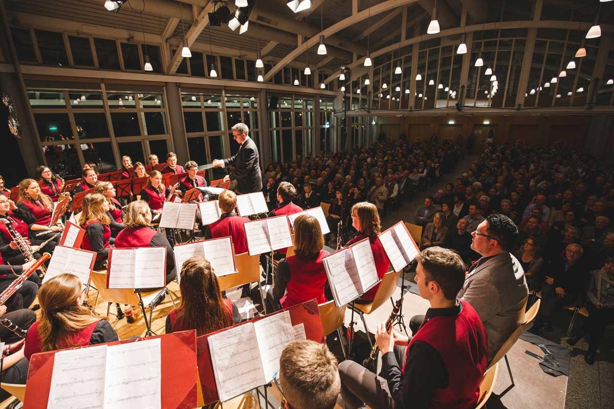 Jubiläumskonzert 2018 mit der Orchestergemeinschaft Seepark 007 - Michael Schönstein - Dirigent und Musiker aus Freiburg